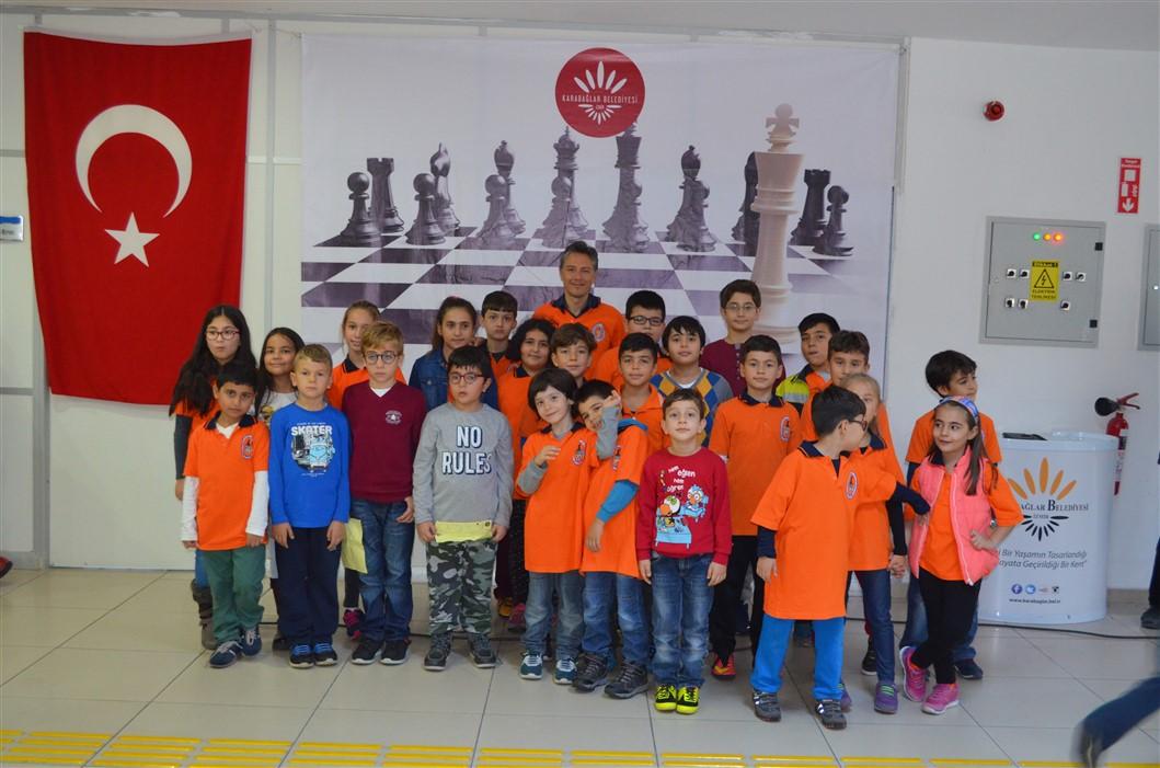 Karabağlar Belediyesi ve İzmir Koleji Turnuvalarına Katıldık