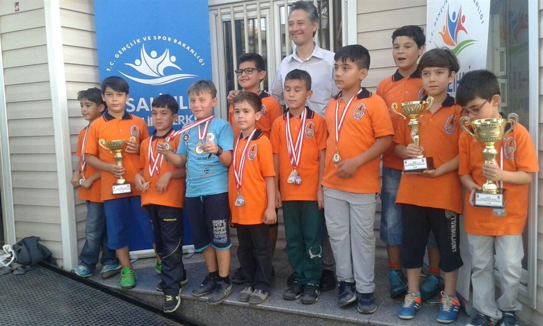 Salihli Gençlik Haftası Satranç Turnuvasını Düzenledik